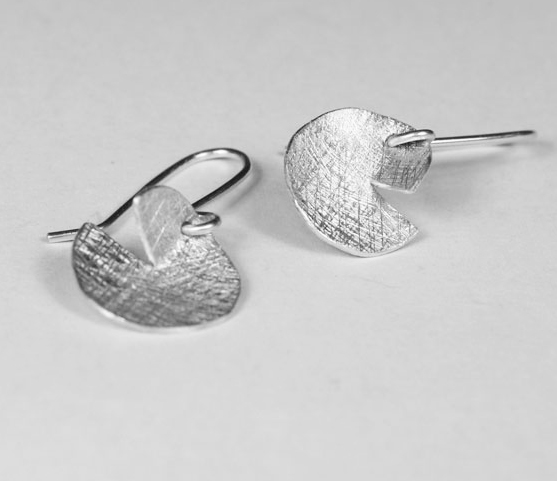 Round-Silver-Earrings-with-slot800x600